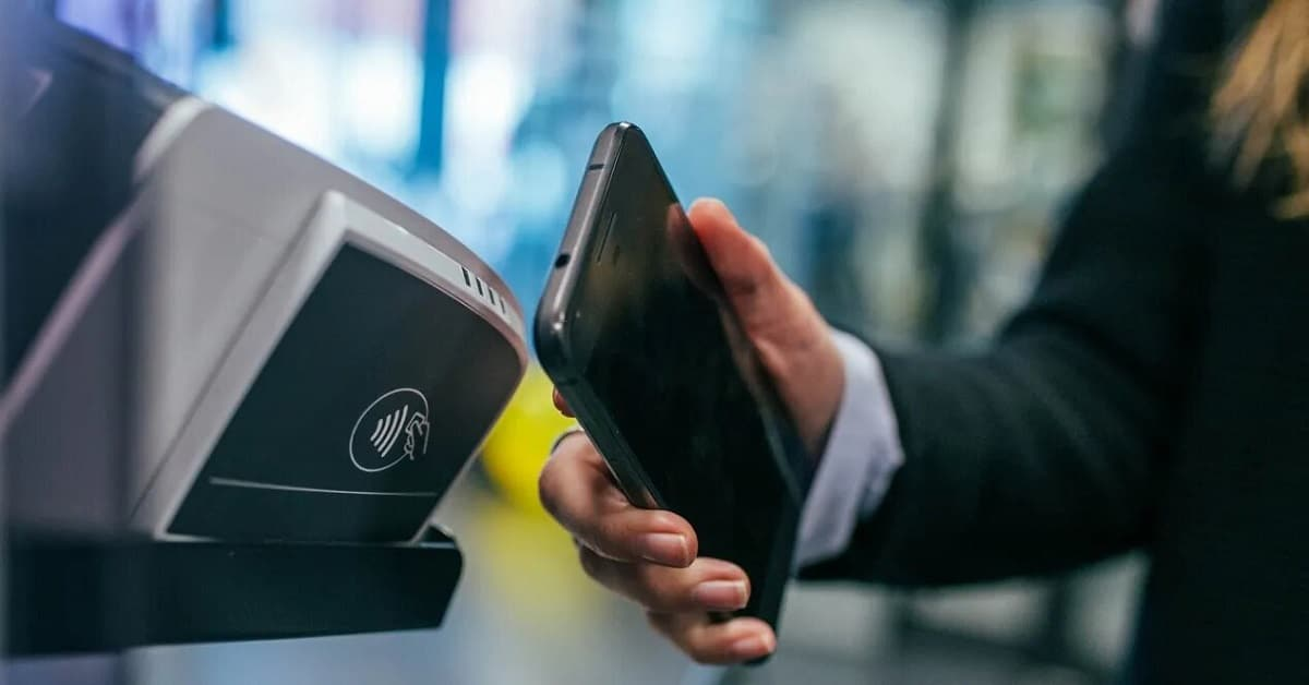Móvil haciendo pago NFC