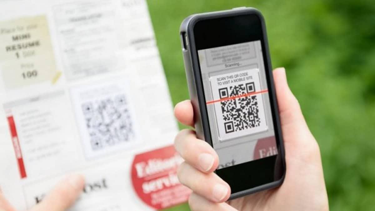 Móvil escaneando un código QR activo