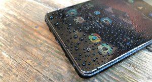 Como salvar tu smartphone si se moja o le cae agua